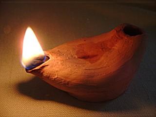 ark-technology-oil_lamp_lit_01